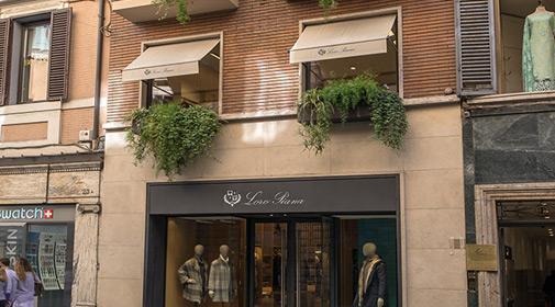 Via dei Condotti - fashionable street of Rome